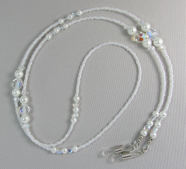 White and Clear Glass Beaded Eyeglass Necklace